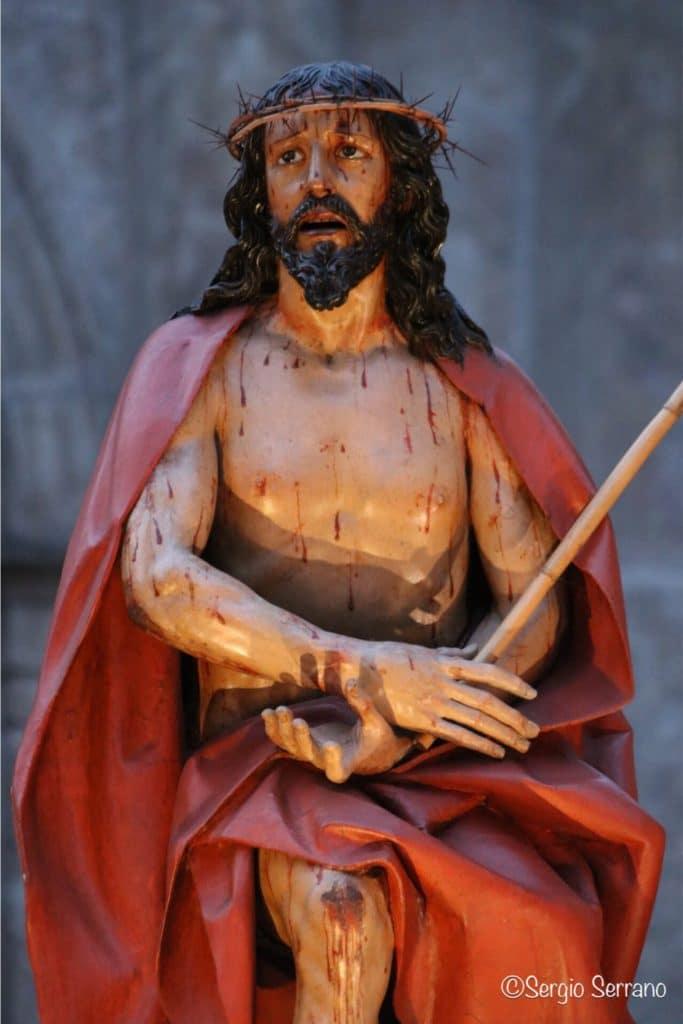 Semana Santa en Valladolid - Procesión de regla cofradía de la Santa Vera Cruz